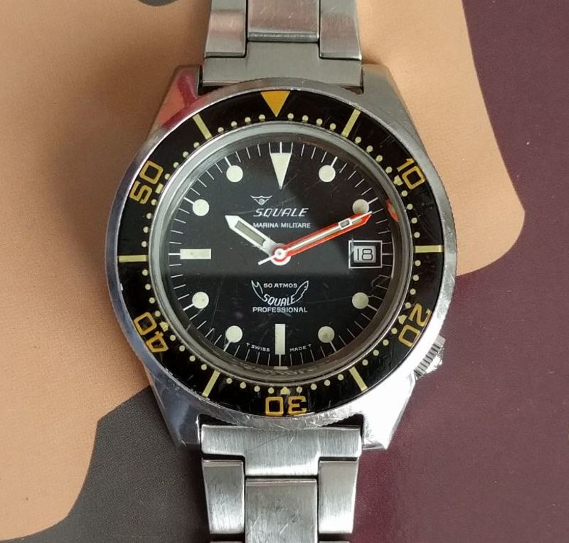 Tritium lume and bakelite bezel provide all the vintage charm.  Add modern reliability and military provenance, and there's a lot to like.  Photo courtesy of FS listing, click through for more info.
