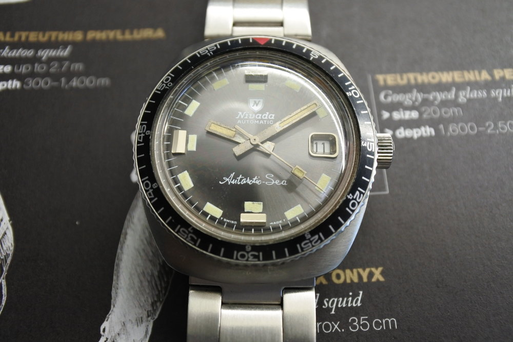Gotta like the big diver's lume plots and signed oyster bracelet on this one.  Photo from FS listing, click through for more info.