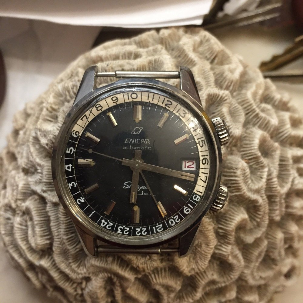 There appears to be a pretty clean and correct original dial under a few scratches on the crystal.