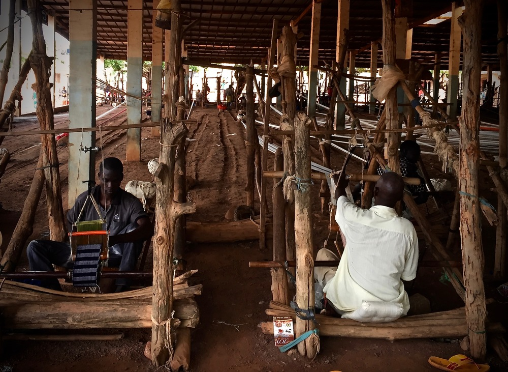 Two weavers at Waraniéné.