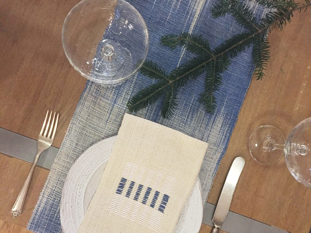 Waraniéné Napkin and SiriSir Table Runner (market only)