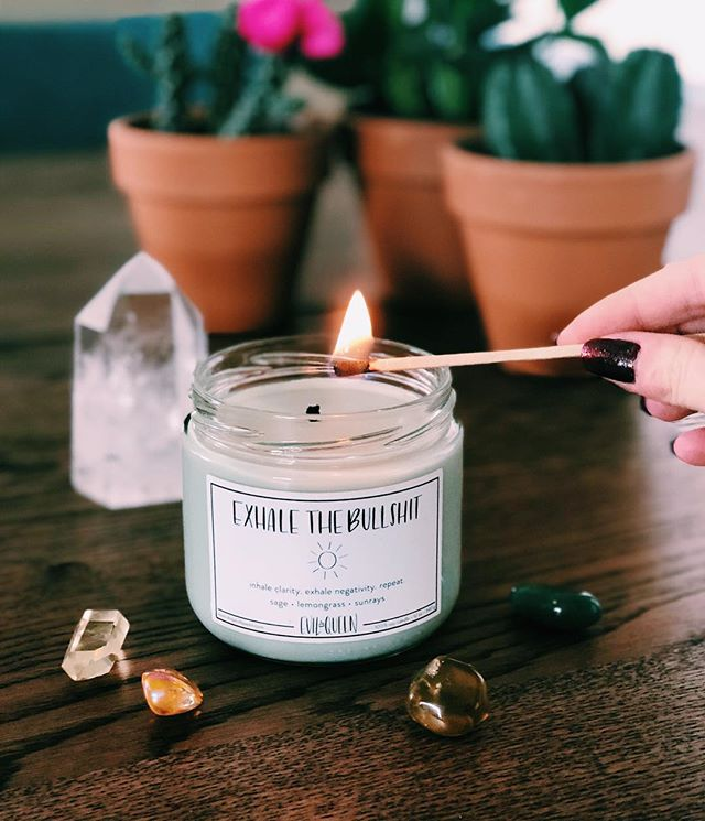 What's your favorite Sunday ritual? I like lighting a candle, taking some time to journal, and reflecting on the past week while prepping for the next one 🕯🛁 (oh, and taking a bath. that's my shit) 💕 also side note I'm pretty impressed with myself for taking this photo with no help 😂 lighting the match and blindly taking this photo with my iPhone was noootttt easy. 😛