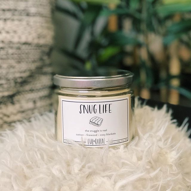 When it rains in LA (the one day a year lol ☔️) it makes me feel so cozy. This candle is the perfect companion for a chilly, rainy, or snowy day. 🕯✨