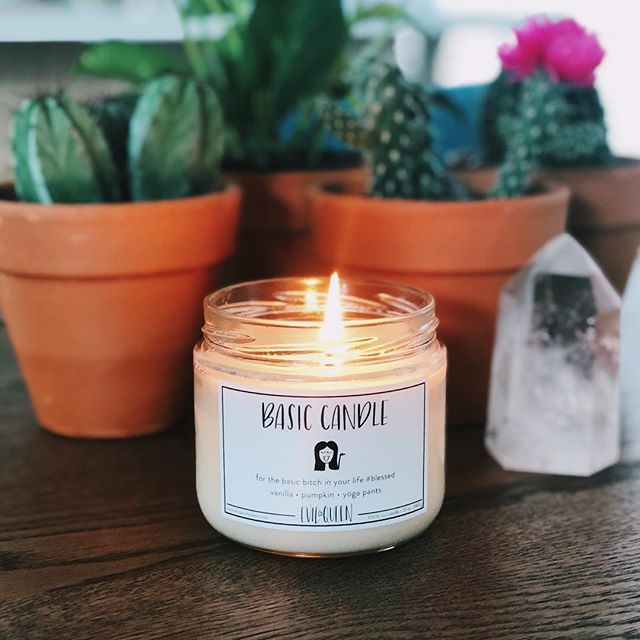 Raise your hand if you're a basic bitch and proud of it 🙋🏼♀️ (i posted  this Instagram while sipping a vanilla latte 🤷🏼♀️) if you're a lover of sweet scents, this one will fill your entire house with deliciousness. 💕