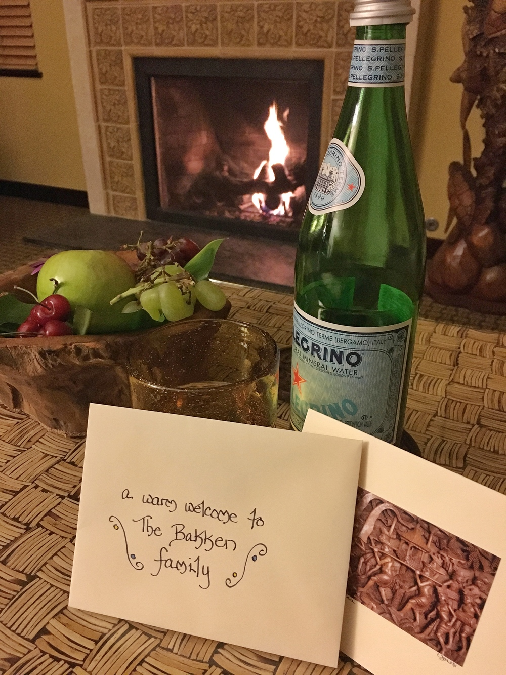 A welcome card and fresh fruit for us upon arrival.