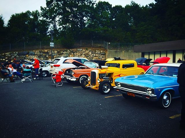 TONIGHT IS OUR LAST CRUISE NIGHT MAKE SURE TO COME OUT WE ALREADY GOT CARS HERE!!! 6-9 at pumpernickel!!! #moparsofwestchester #carshow #cruisenight #car