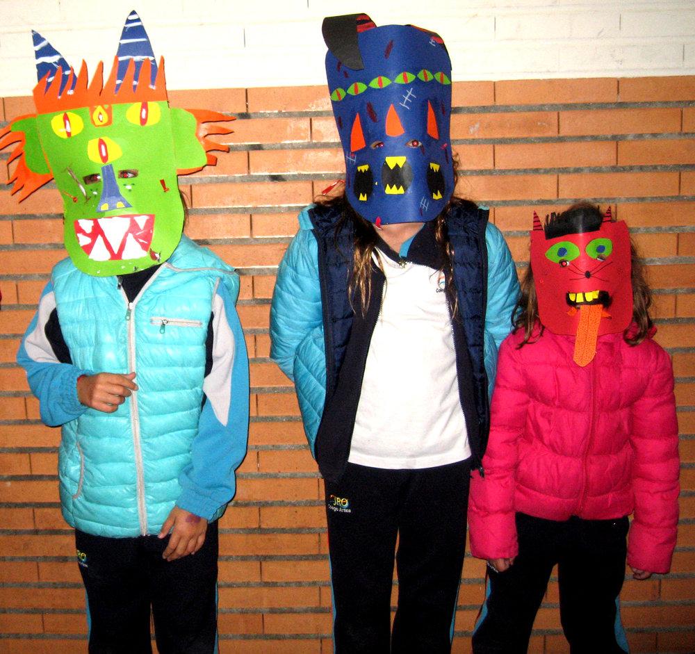 ¡Felices fiestas monstruosas! - Esperemos que hayan disfrutado esta entrada y que se animen a crear sus propias máscaras macabras, horribles o hilarantes, según lo prefieran.
