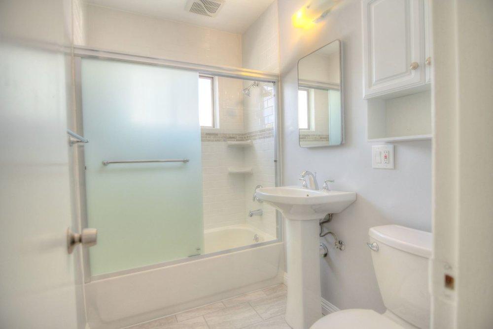 BathroomIMG_1027_28_29_30_Enhancer.jpg