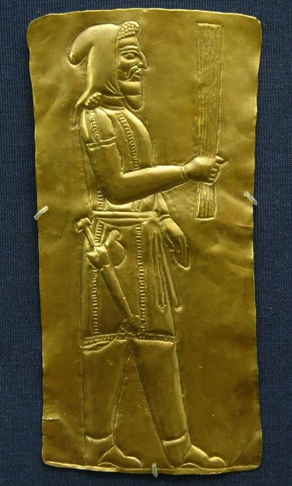A depiction in gold of a Persian magus.