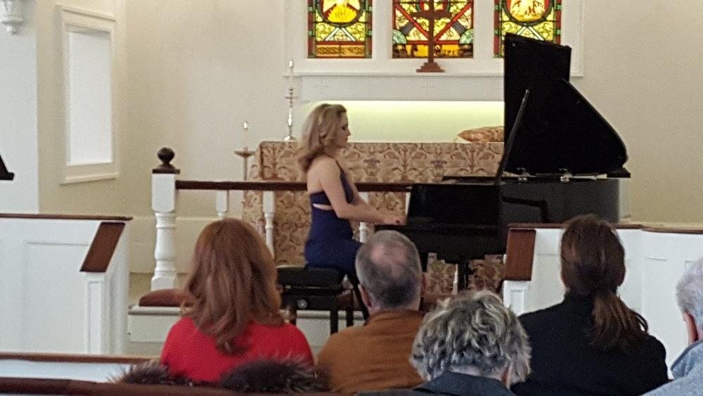 Janine Knox de Negris concert 1.jpg
