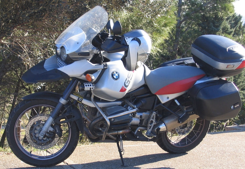 BMW_R1150GS_Adventure_with_system_panniers.jpg