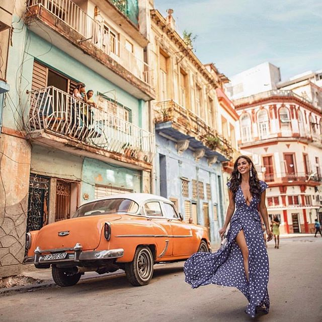 Spring time dreaming !! 🥂Where are you Dreaming of on this Spring Monday?? Thank you @nicoleisaacs for this beautiful pic of Havana, Cuba and inspiration!! #havana #sentobenewines #spring2019