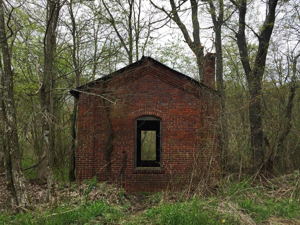 Small abandoned building near Masontown.