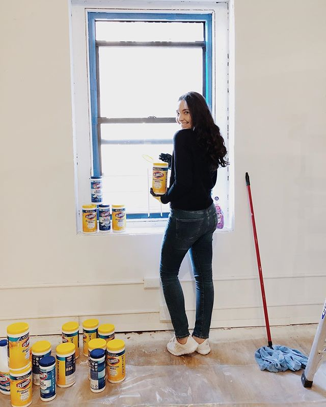 Today I teamed up with @clorox @glamourmag and @nycthrive to help transform a former church into a youth arts center. Creativity in children is so important and it should never be underestimated. I'm so glad I was able to be apart of this project and help bring this space to life 🎨 #CleanistheBeginning