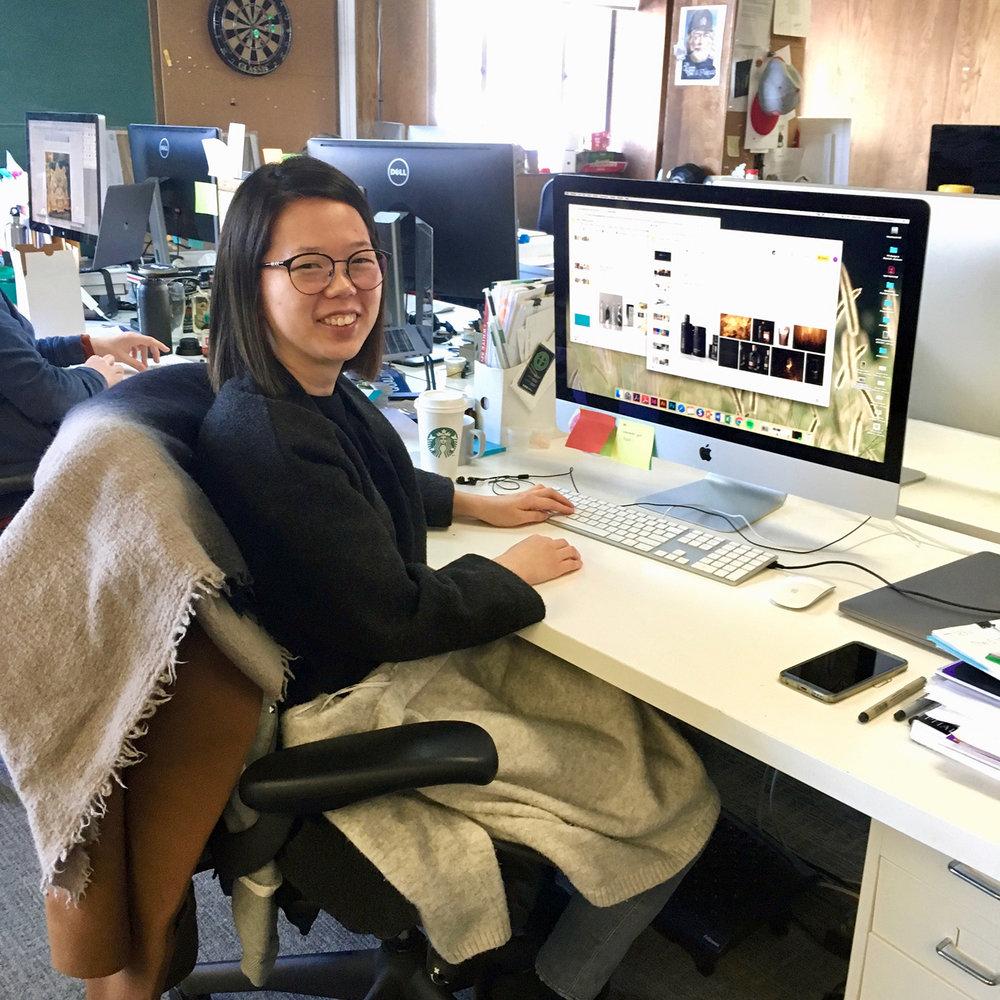 IDEA Grad18 Taeyeon Kim keeping warm in the office