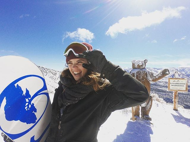 First @sydneyalanee and now @carlystrampfer. My mission is to get as many lady friends into snowboarding as possible. 💙  #shredthepatriarchy #sisterhoodofshred @coalitionsnow