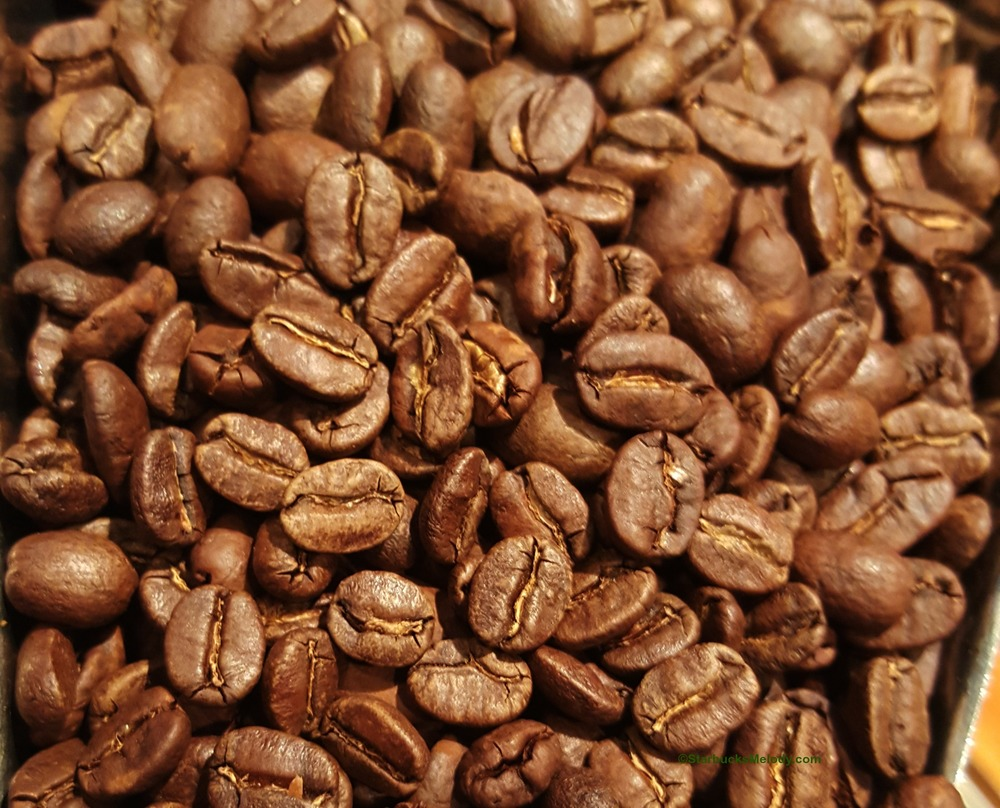 2-1-20151111_073512-whole-beans-Reserve-Christmas-Blend.jpg
