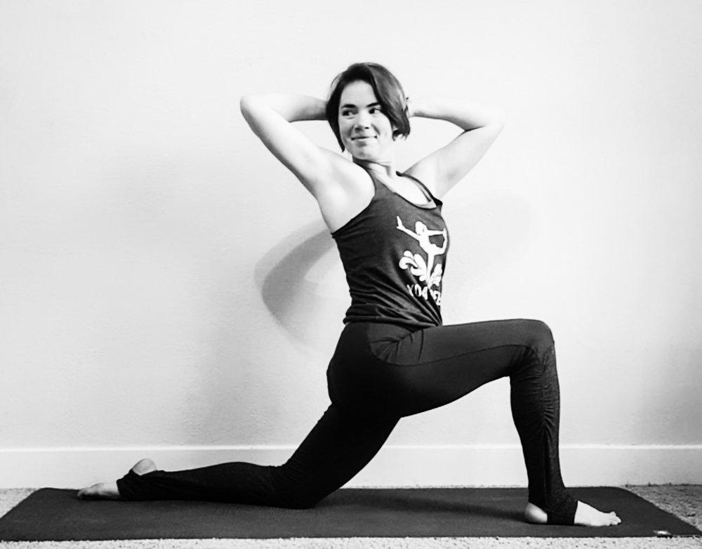 yoga lunge twist