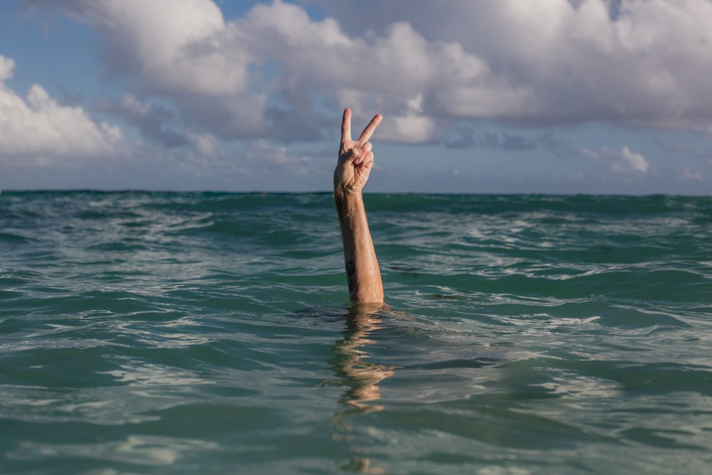 hands-peace-sign-in-water_4460x4460.jpg