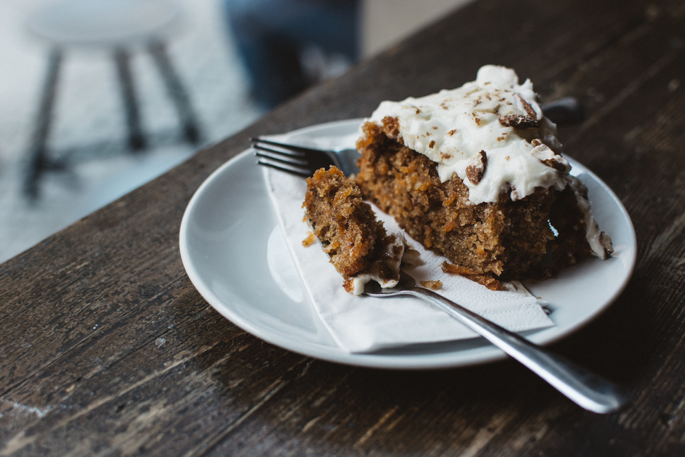 foodiesfeed.com__carrot-cake-in-a-café.jpg