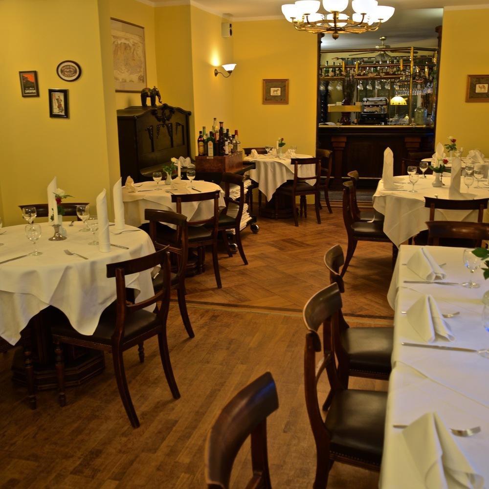 Bobbys Restaurant Gastraum 2.jpg