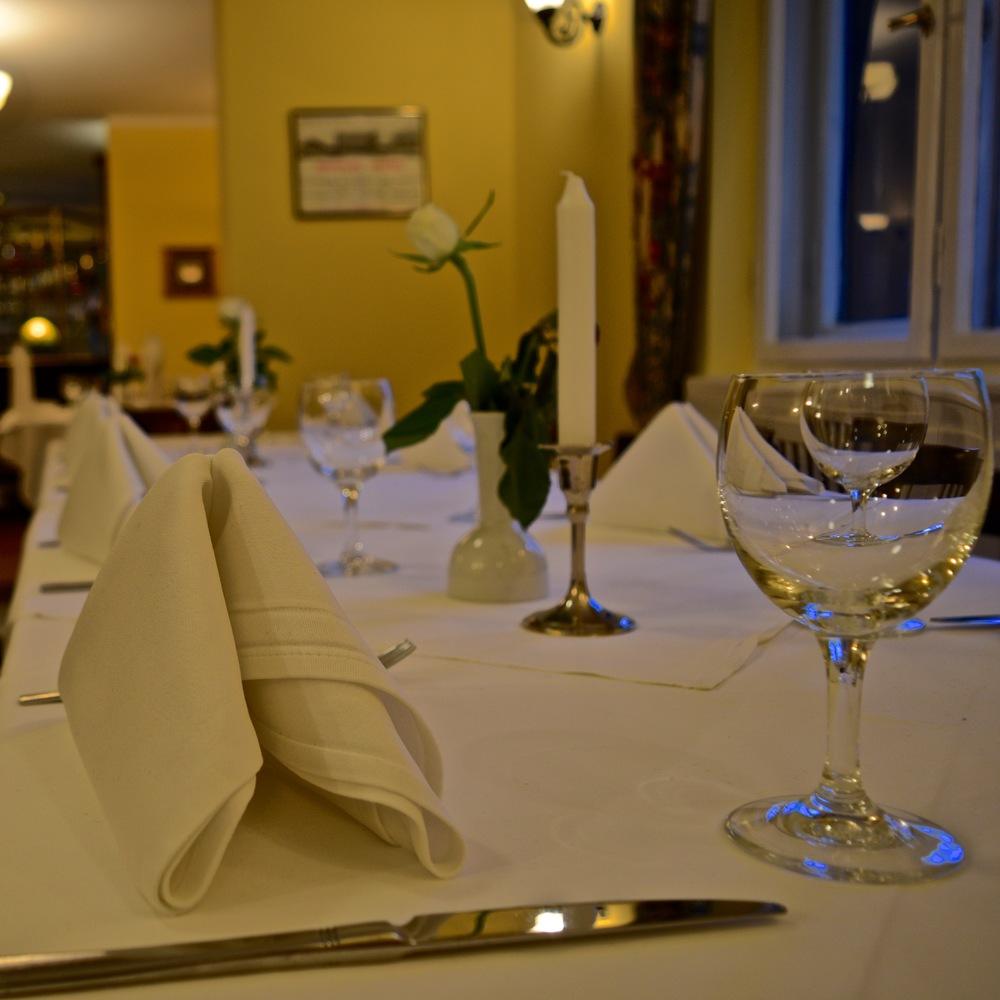 Bobbys Restaurant Tisch .jpg