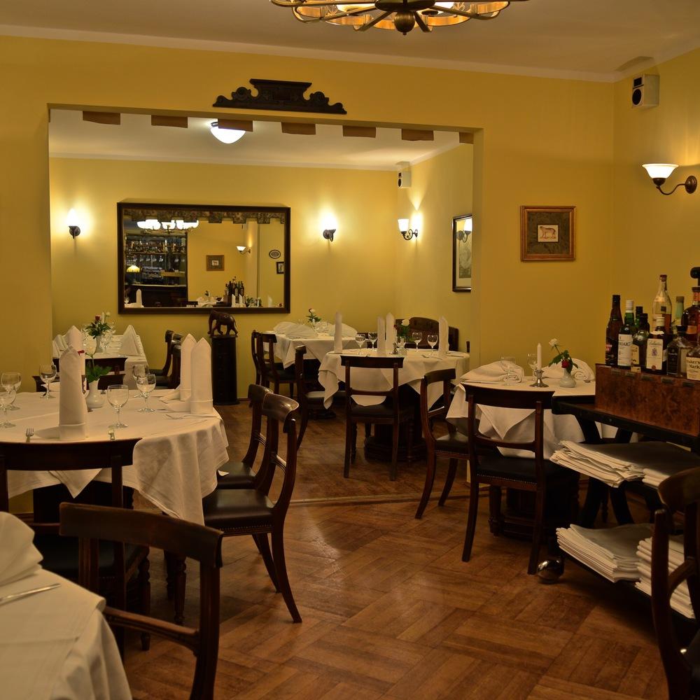 Bobbys Restaurant Gastraum 1.jpg