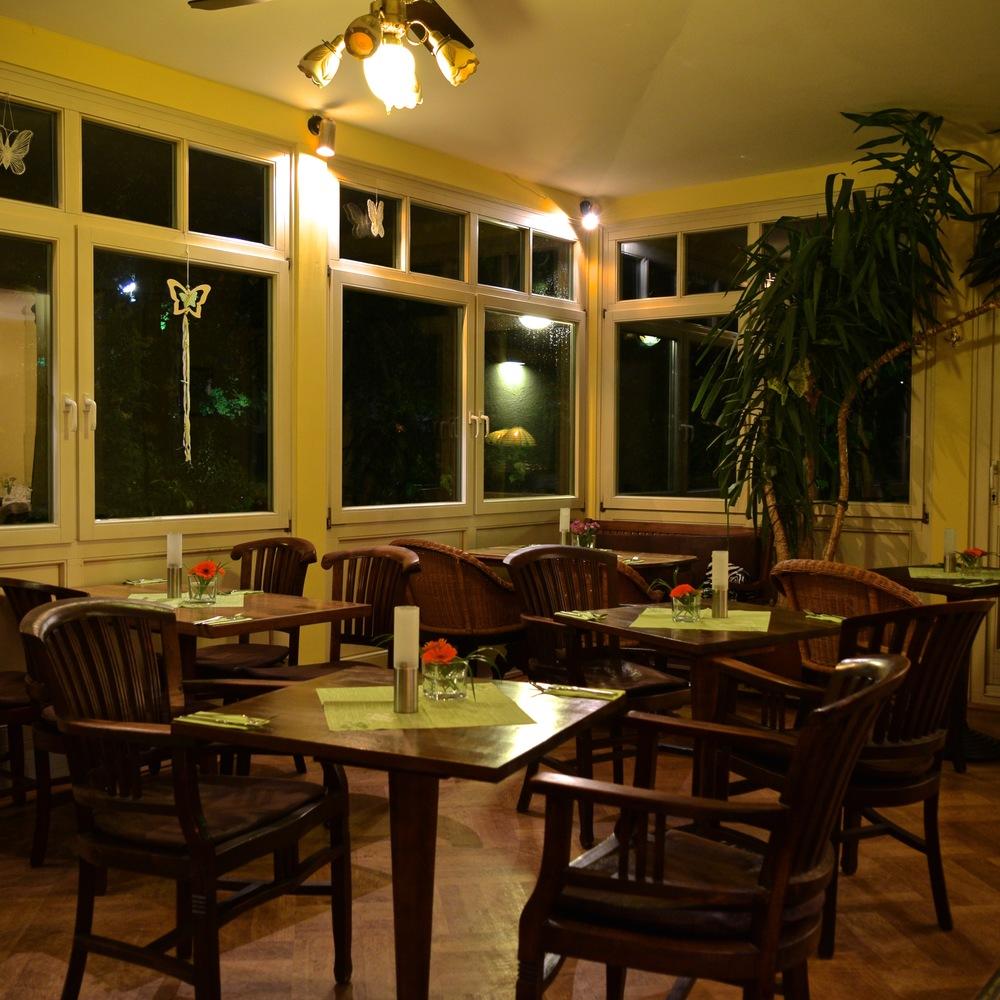 Bobbys Restaurant Gastraum 4.jpg
