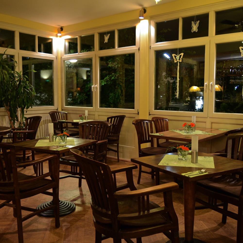 Bobbys Restaurant Gastraum 5.jpg