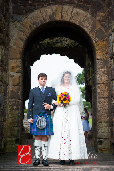 Alison-Jons-Wedding-At-Dirleton-Castle-17-of-40.jpg