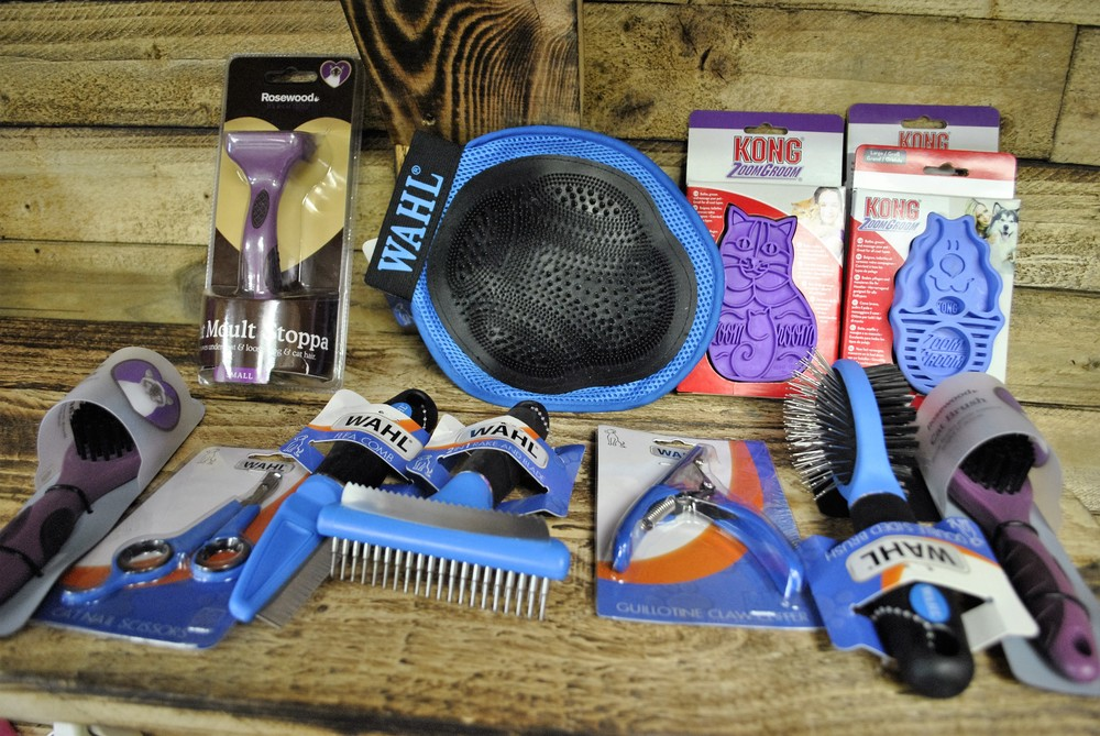 Dog grooming and shampoos for sale at Ginger&Browns pet shop in Northwich, Chester near Chester, Winsford, Frodsham. Shop in store or buy online.
