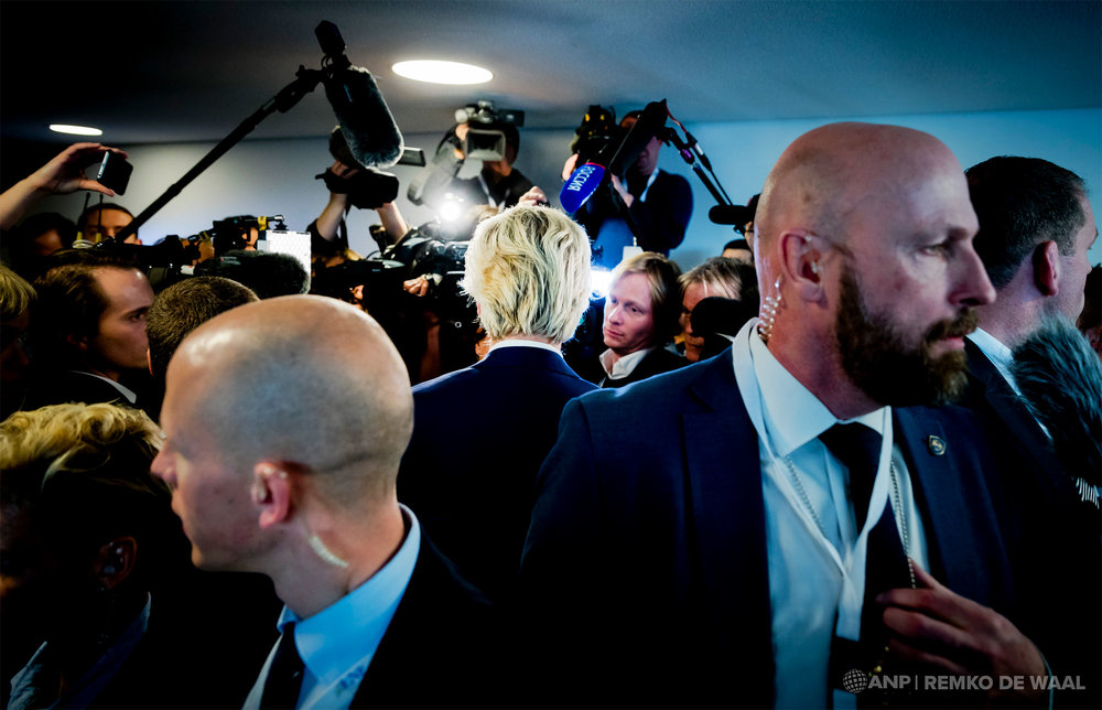 PVV-leider Geert Wilders staat de pers te woord na afloop van een conferentie van rechts-populistische partijen uit het Europees Parlement in Koblenz.