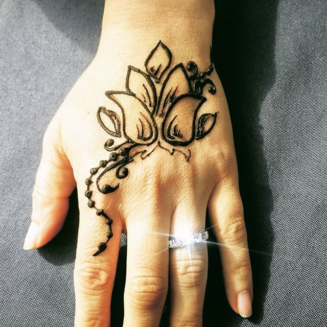 I get lots of requests for lotus flowers and this was just a recent one I loved doing!! #henna #hennatattoo #pensacolahenna #gulfbreezehenna #floridahenna #naturalhenna #pensacola #pensacolabeach #pensacolavibes #pensacolabeach
