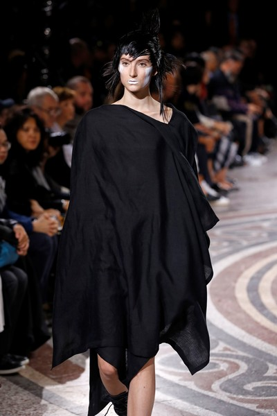 Yohji+Yamamoto+Runway+Paris+Fashion+Week+Womenswear+934Ee7tT5NEl.jpg