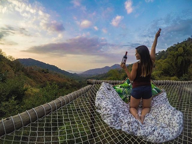 Because who wouldn't want to spend their evenings watching sunsets like this???! Cheers🍷 to the weekend friends....who would you share this moment with?. . . . Find these views only at @tierraadentrominca !. . . . #tierraadentrominca #santamartacolombia #mincacolombia #sierranevadamountains #sierranevadadesantamarta #sierranevada #sierranevadasantamarta #colombia_folklore #colombia_obtura #colombia_greatshots #colombia_estrella #colombiatravel #travelcolombia #colombiagrafia #colombiatravellers #colombiatravelbloggers #traveltocolombia #colombiaessabrosura #colombiaespasion #colombiaesincreible #colombiarealismomagico #colombiahd #colombiatierraquerida #colombianiando #loves_colombia #idcolombia #igerscolombia
