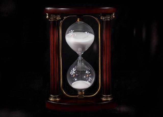 hourglass-695275_640.jpg