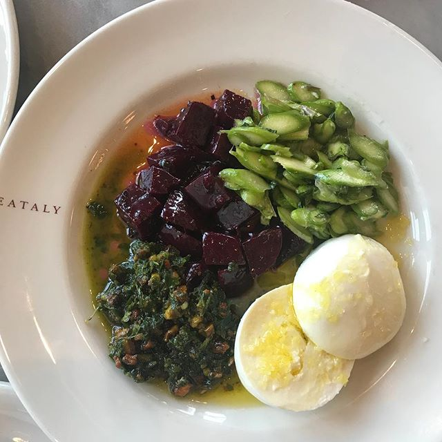 The best flavor surprise of the day! Fresh buffalo mozzarella, roasted beets, fresh asparagus and the most delicious pistachio pesto. Wanna try it? Gotta go to Eataly in Los Angeles. #thriveanddineapproved #eataly #eatrealfood #thriveanddine