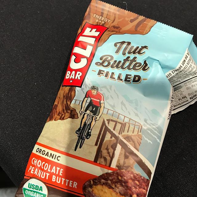 On-the-go snacking. These new bars are delicious 😋 #thriveanddineapproved #clifbar