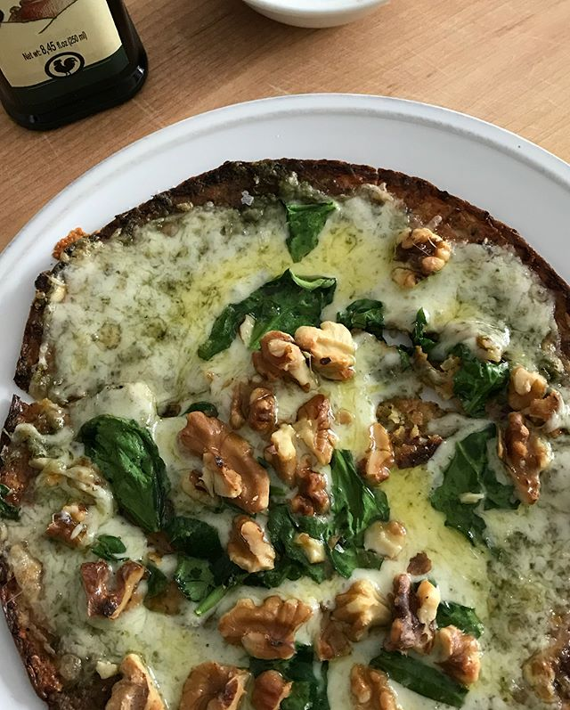 Seriously in love with these cauliflower pizza crusts by @outeraislegourmet! #thriveanddineapproved #glutenfree #healthyeats #eatyourveggies