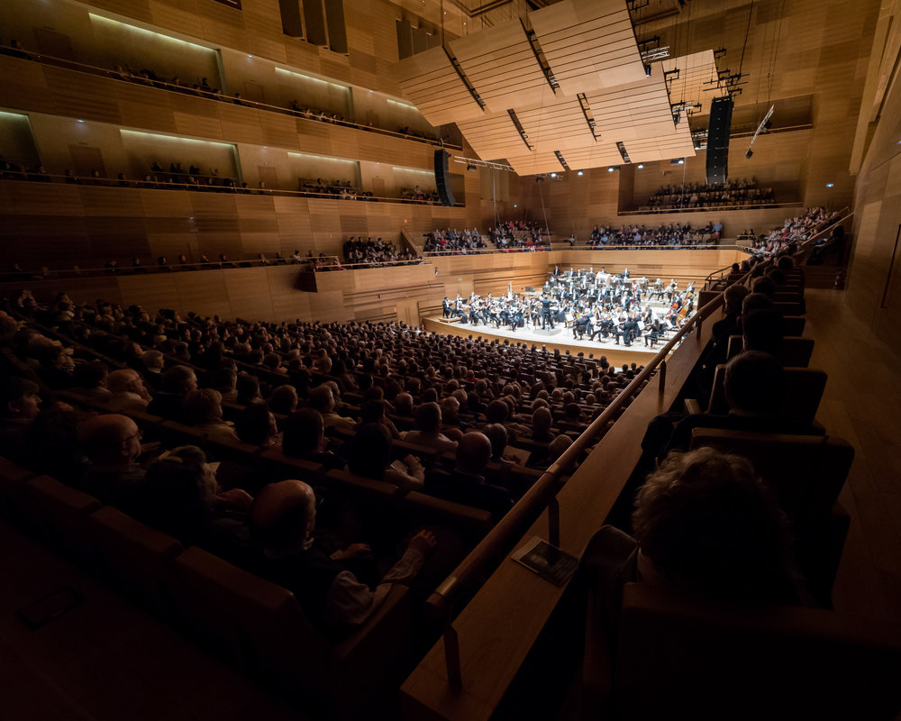 5/ Conducting at the the home of the OSCyL, the Auditorio Miguel Delibes in Valladolid