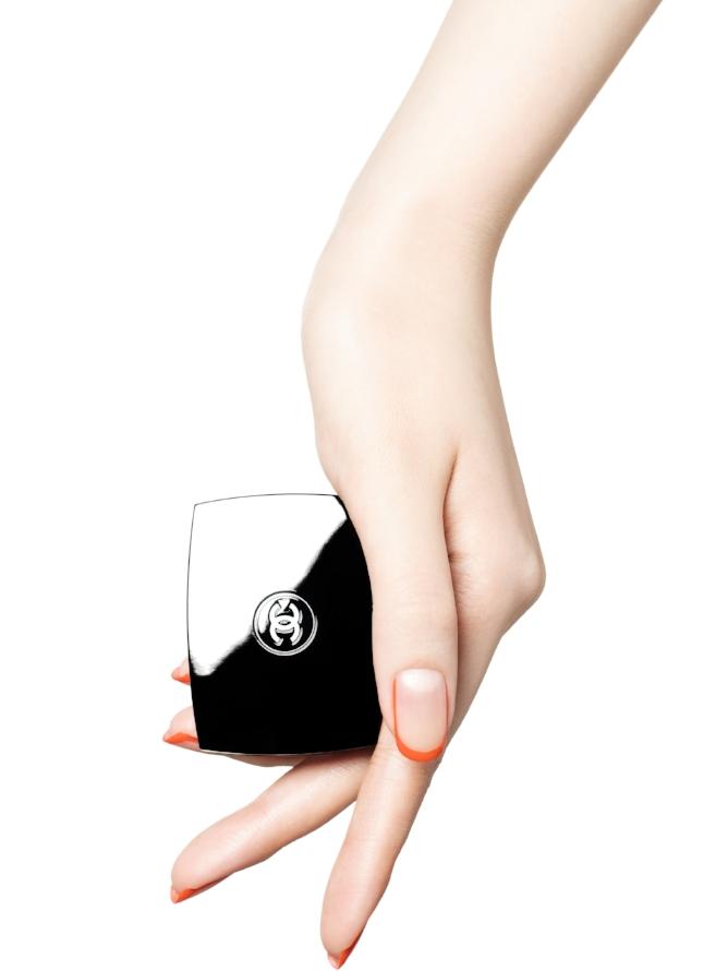 minimal-nail-art-chanel
