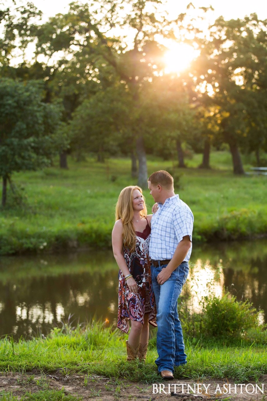 Outdoor Engagement Pictures Tulsa Wedding Location5.JPG
