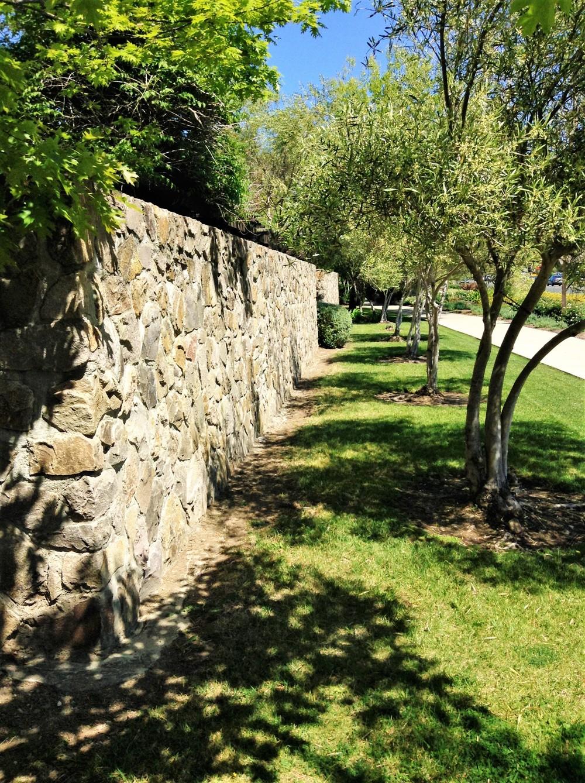 natural stone wall (2).JPG