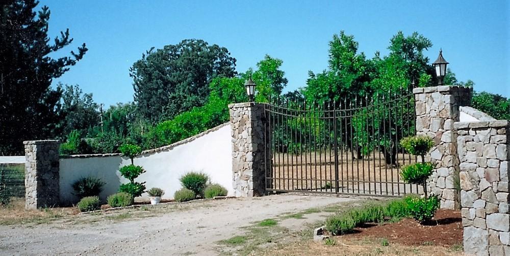 stone entry gates (2).jpg
