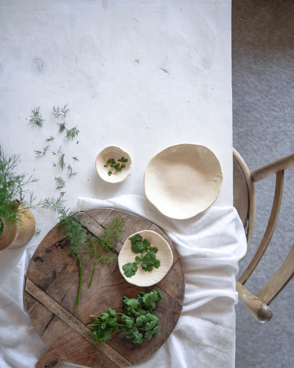 A simple tablescape featuring bespoke handmade ceramic dishes by  @mudbird_ceramics , shows just how Wabi-Sabi can be embraced through asymmetry and natural textures. Styling by  @underthekowhai
