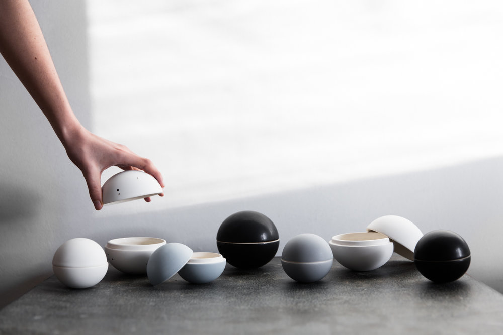 Porcelain spheres from Gingerfinch. Photography by Lean Timms