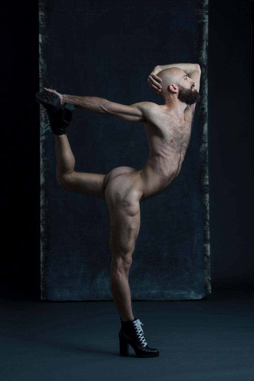 3 Mars - - 10h30 à midi: de discussion et réflexion, regarder des portfolios d'artistes et discuter des enjeux techniques, éthiques et artistiques de la photographie de nu.- 13h-16h : Modèle masculinNous aurons le plaisir de travailler avec Gérard X Reyes