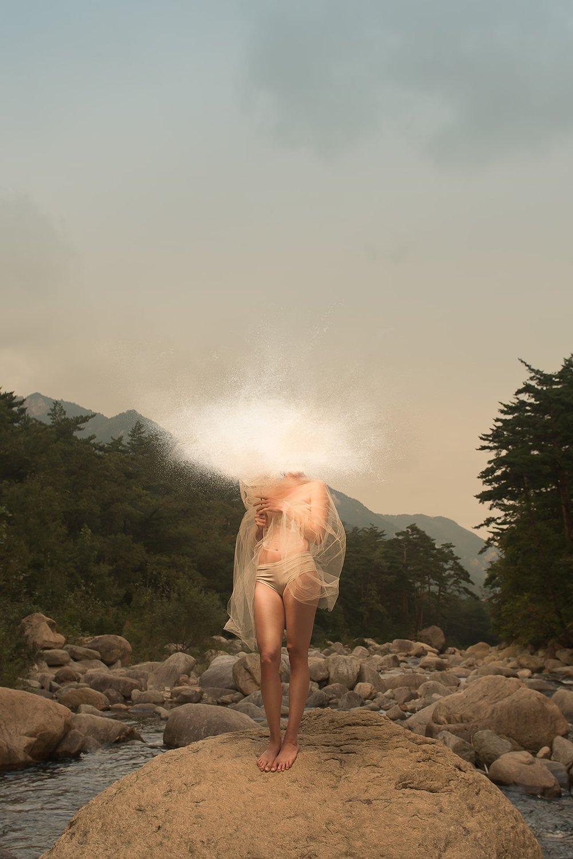 12 Mai - - 10h30 à midi: de discussion et réflexion, regarder des portfolios d'artistes et discuter des enjeux techniques, éthiques et artistiques de la photographie de nu.- 13h-16h : Modèle féminin (à définir)