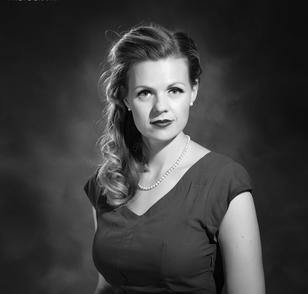 Model, Catherine Johnson goes for a 1940' look with my new lighting system.