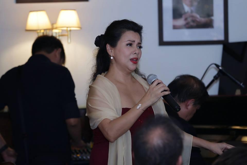 Ms. Rachelle Gerodias serenading the crowd.